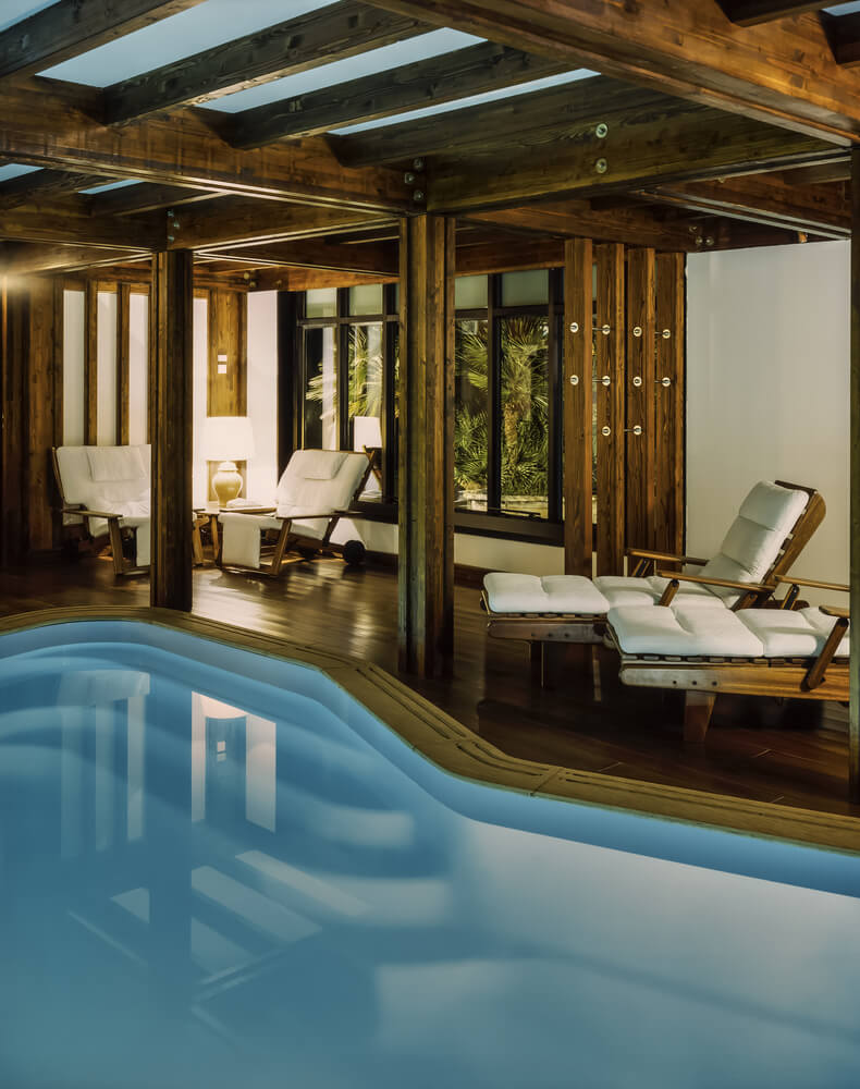45 screened in covered and indoor pool designs for Small indoor swimming pool