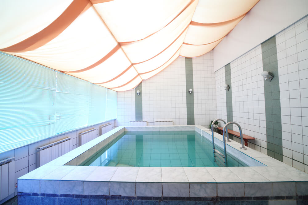 45 screened in covered and indoor pool designs for Indoor swimming pool ceiling materials