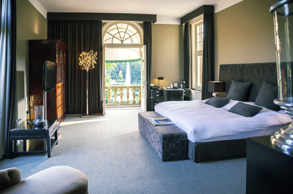 25 luxury hotel rooms suites inspiration for your home for What is a french bed in a hotel