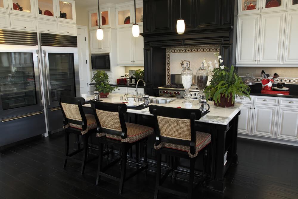 39 Fabulous Eat-In Custom Kitchen Designs