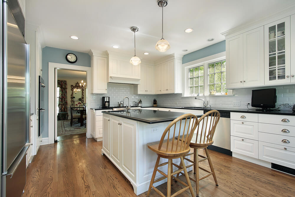 53 spacious new construction custom luxury kitchen designs for Kitchen walls with white cabinets