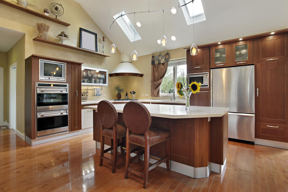 39 fabulous eat in custom kitchen designs for Kitchen designs with cathedral ceilings