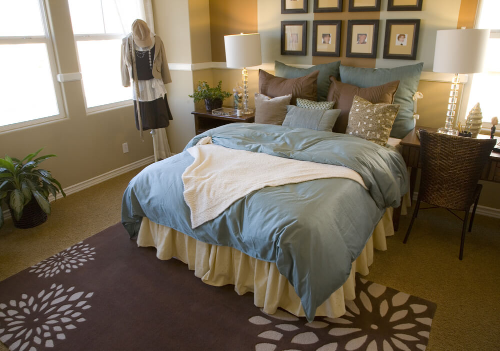 50 professionally decorated master bedroom designs photos for Small room 009 attention please