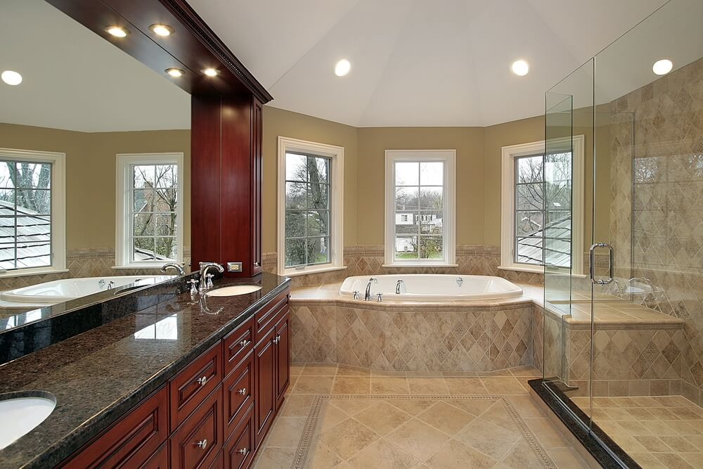 40 luxurious master bathrooms most with incredible bathtubs for Master bathroom jacuzzi