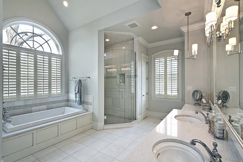White Luxury Master Bathrooms Photo23
