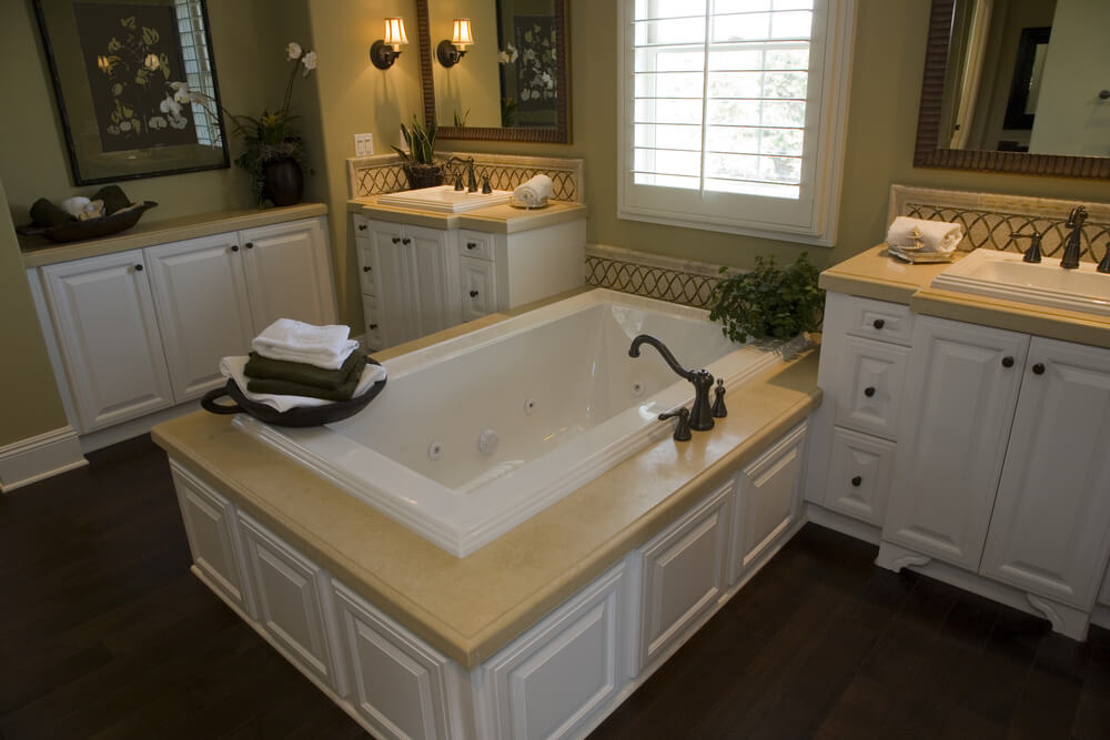 24 Luxury Master Bathroom Designs With Centered Soaking Tubs