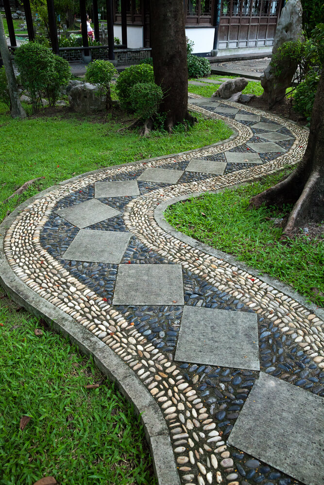 65 walkway ideas designs brick flagstone wood for Paving designs for small garden path
