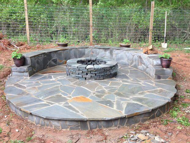 Building A Flagstone Patio : How to build a fire pit with circular wrap around veneer patio