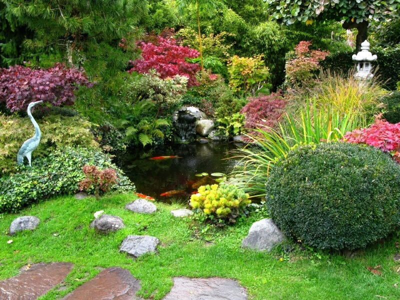 another view of the japanese garden with a stone lantern and heron from the pathway