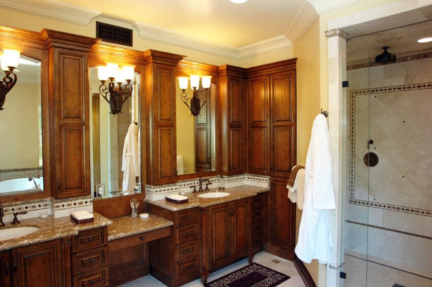 Master Bathrooms With Double Sink Vanities Décoration De La - Double sink vanity with center cabinet