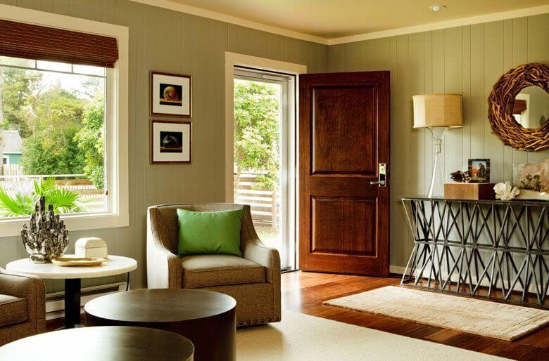 Welcoming seahound ranch beach house by garrison hullinger for Entryway into living room ideas