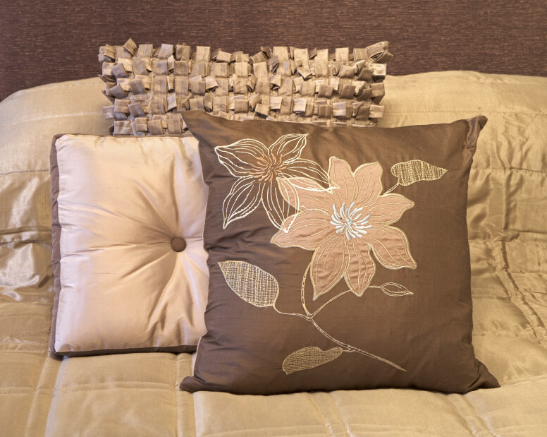 Throw Pillow Arrangement : 50 Decorative King and Queen Bed Pillow Arrangements & Ideas (PICTURES)