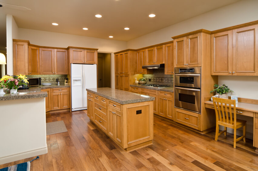 Contrasting Cabinets Kitchen Design