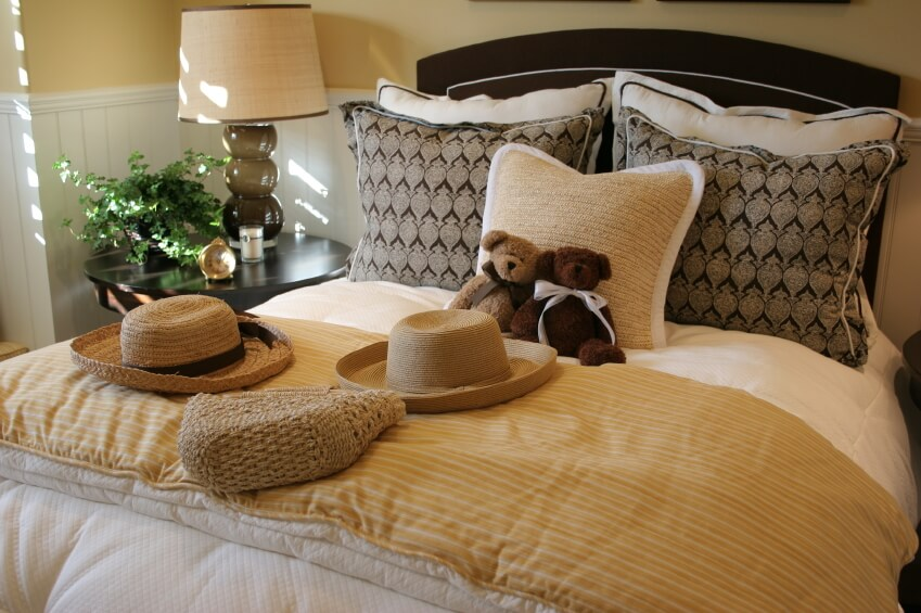 This Charming Bedroom Showcases A Variety Of Colors, Patterns And Textures.  The Natural Fiber