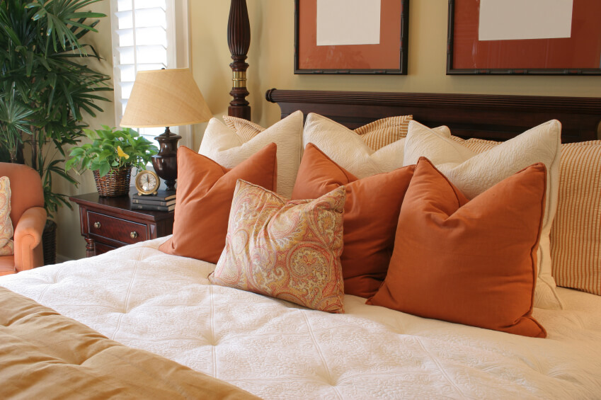 Decorative King Size Pillowcases : 50 Decorative King and Queen Bed Pillow Arrangements & Ideas (PICTURES)