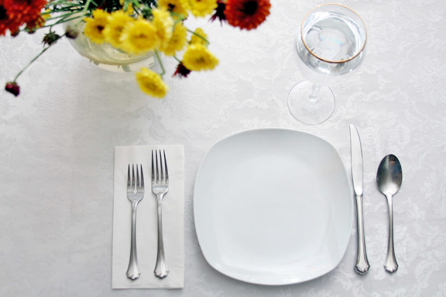 Good A Simple, Contemporary Table Setting With A Gold Rimmed Wine Glass And A  Pretty