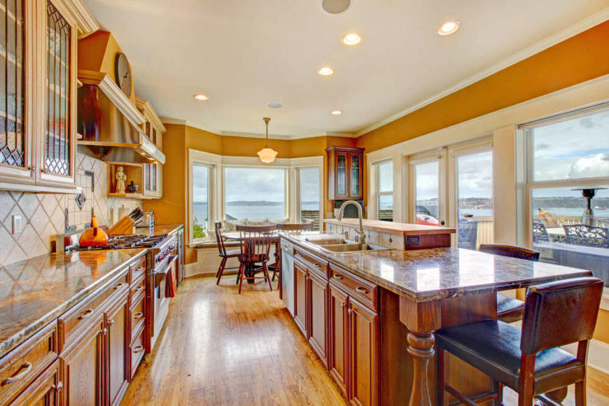 21 kitchens with windows that allow plenty of natural for Large kitchen window
