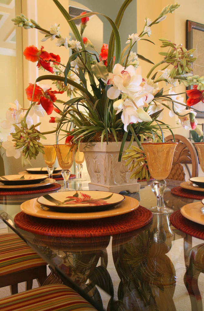33 extravagant floral arrangements for your dining table for Flowers for dining room table