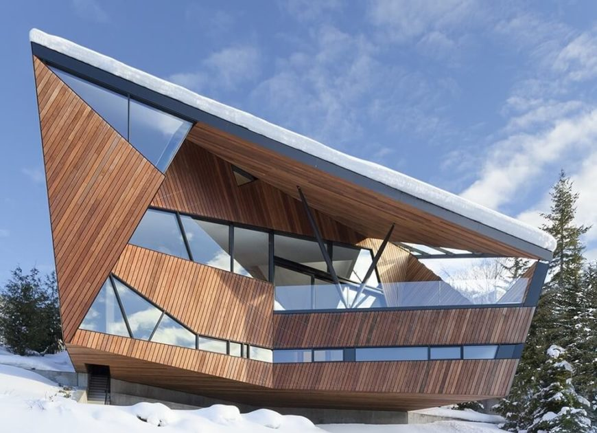 Angular hadaway house overlooking a wild valley by patkau for Angular 1 architecture