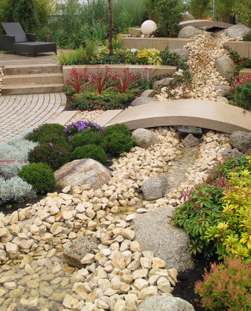 41 stunning backyard landscaping ideas pictures for Different color rocks for landscaping