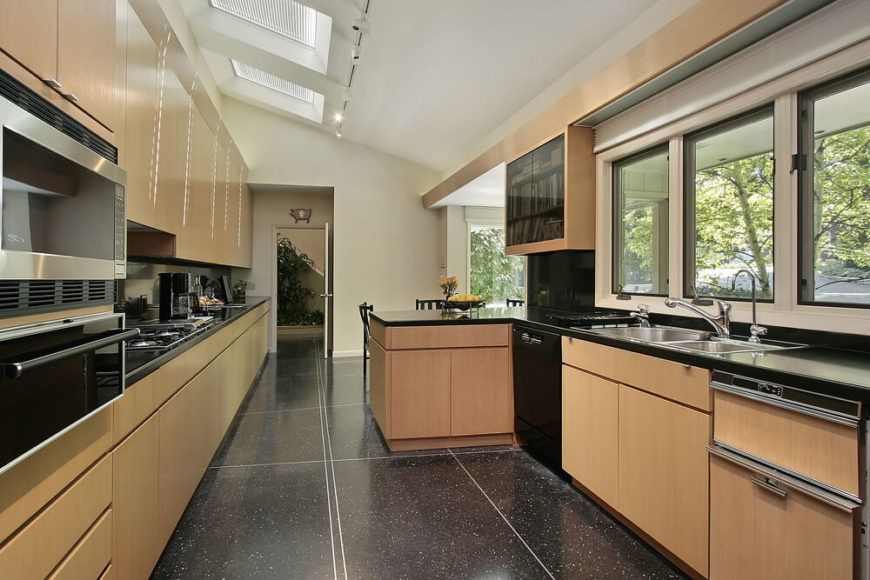 23 Gorgeous G-Shaped Kitchen Designs (Images)