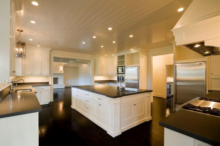 36 inspiring kitchens with white cabinets and dark granite for Brown kitchen cabinets with black appliances
