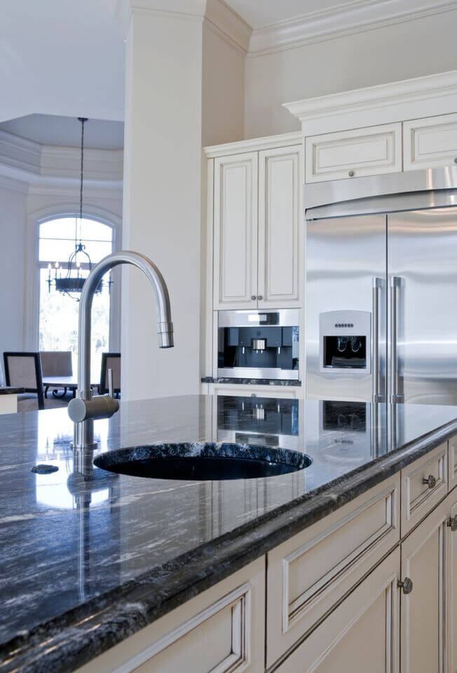 36 inspiring kitchens with white cabinets and dark granite (pictures)