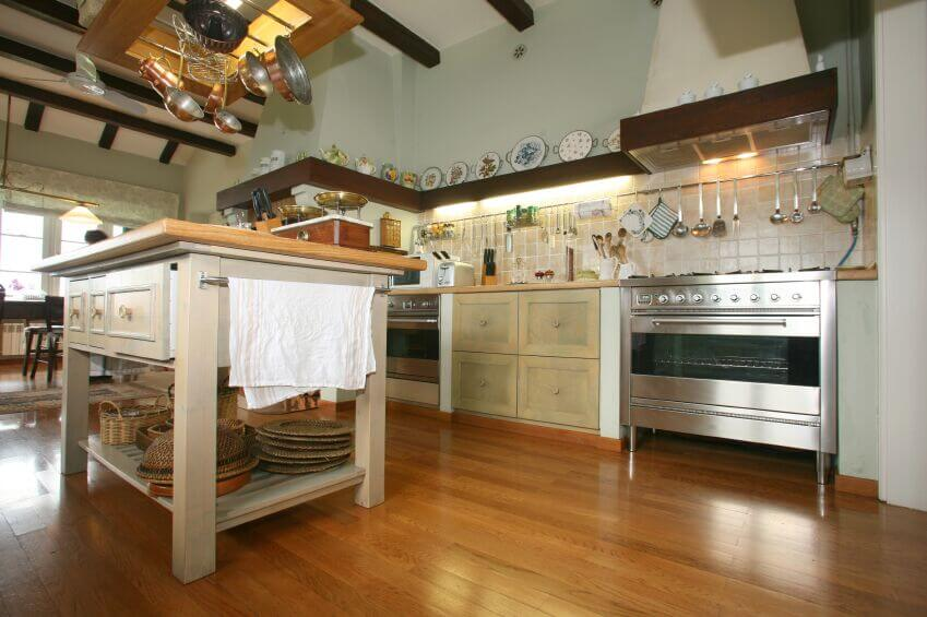 15 Kitchens with Perfect Pot Racks (PICTURES)