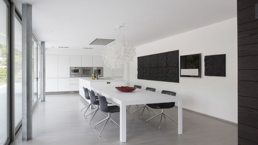 Black And White It A Common Dining Room Theme, This Room Is No Different.