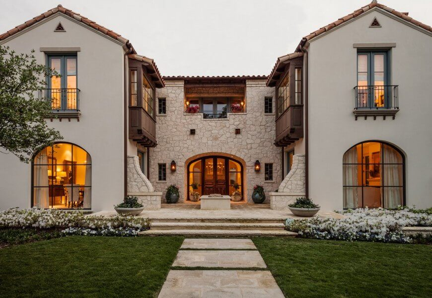 This Combination Of Stucco And Sand Colored Stone On This House Is A Great Combination