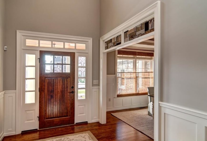 33 gorgeous foyers with wainscoting for Dining room entrance ideas