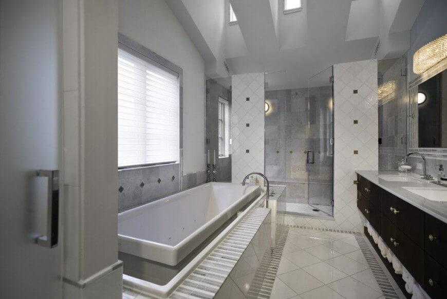 35 enviable master bathrooms by popular designers for Master bathroom grey tile