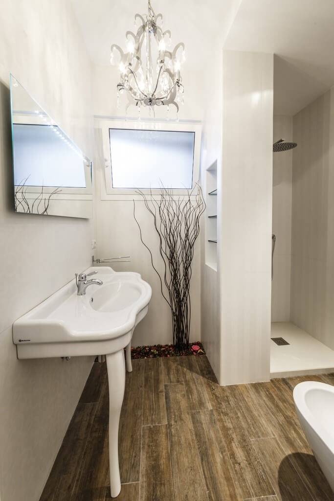 Small Bathroom Chandeliers 41 bespoke bathrooms with glittering chandeliers | home stratosphere