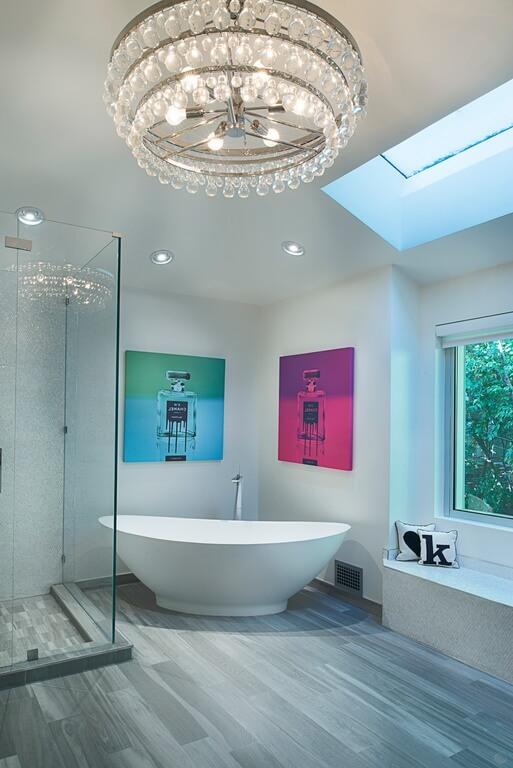 41 bespoke bathrooms with glittering chandeliers. Black Bedroom Furniture Sets. Home Design Ideas