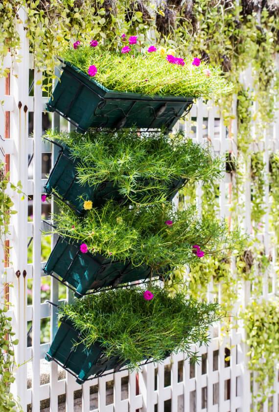 50 awesome vertical garden ideas photos - Decoration mur exterieur jardin ...