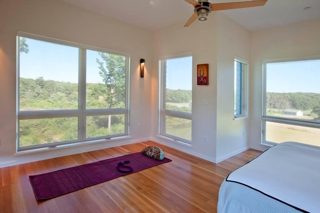 1z-yoga-in-bedroom