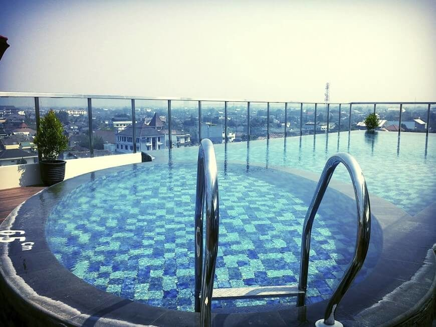 This beautiful rooftop pool is pressed up right against the glass balustrade border, making for an incredible view of the city skyline while relaxing or swimming.