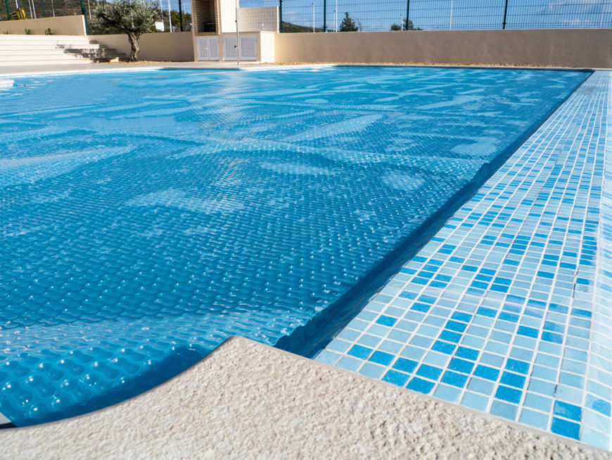 A simple pool cover with air pockets to ensure it stays afloat. The cover is secured at the sides. This cover simply floats on the water, and should not be walked on.
