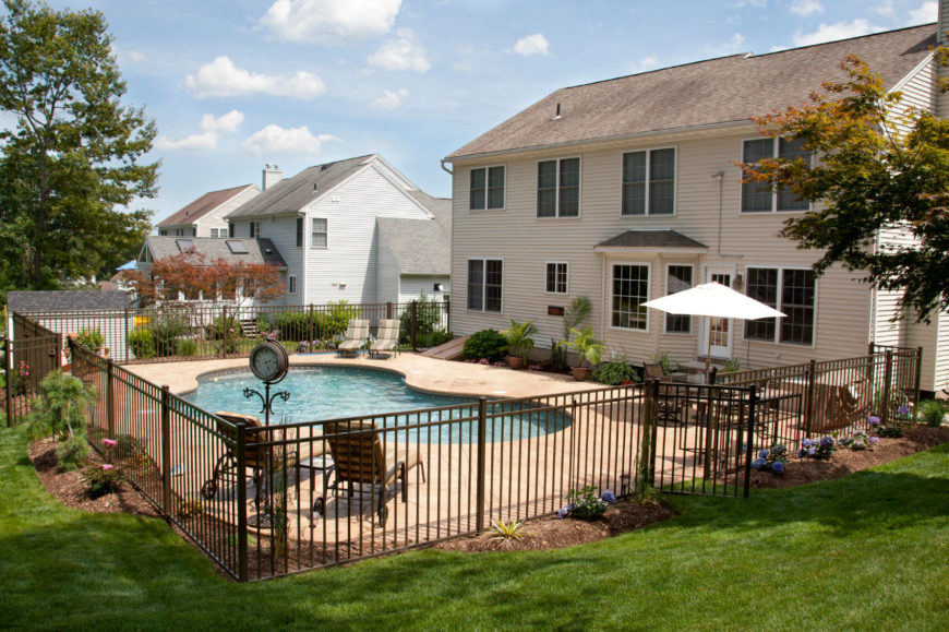 18 inventive pool fence ideas for residential homes - Pool fence landscaping ideas ...
