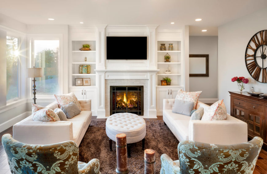 The Simple And Bright Colors In This Country Style Family Room Are Accented By Darker Metal