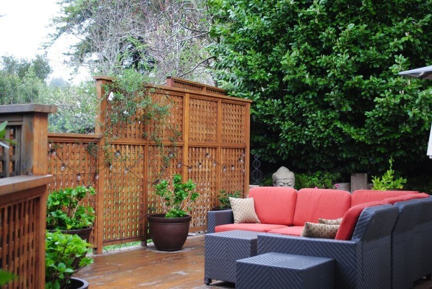 59 backyard ideas for beauty fun kids and entertaining for Small outdoor privacy screen