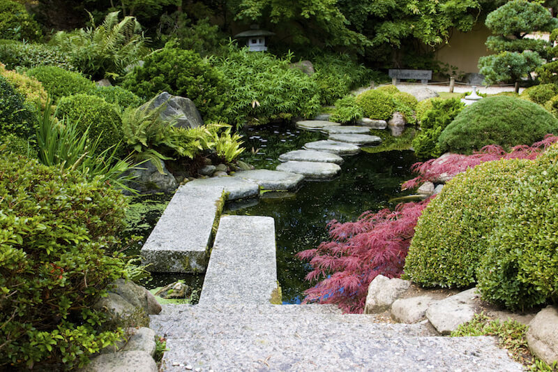 A similar effect is achieved with this garden, although it is meant to look more refined and less natural.