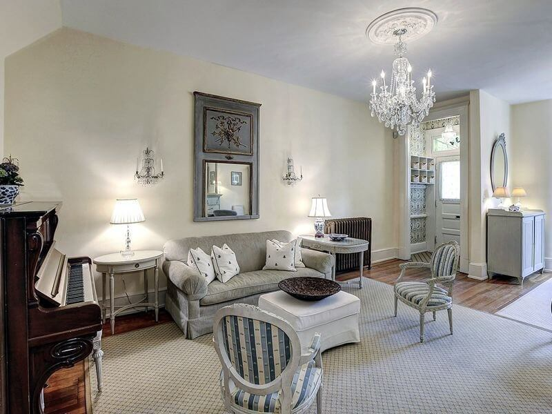 This Living Room Has Several Vintage Piece Of Furniture, As Well As An  Antique Mirror Part 93