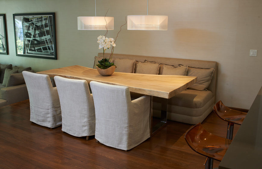 This Is A Simple And Clever Staged Dining Room The Seating Consists Of Two Different