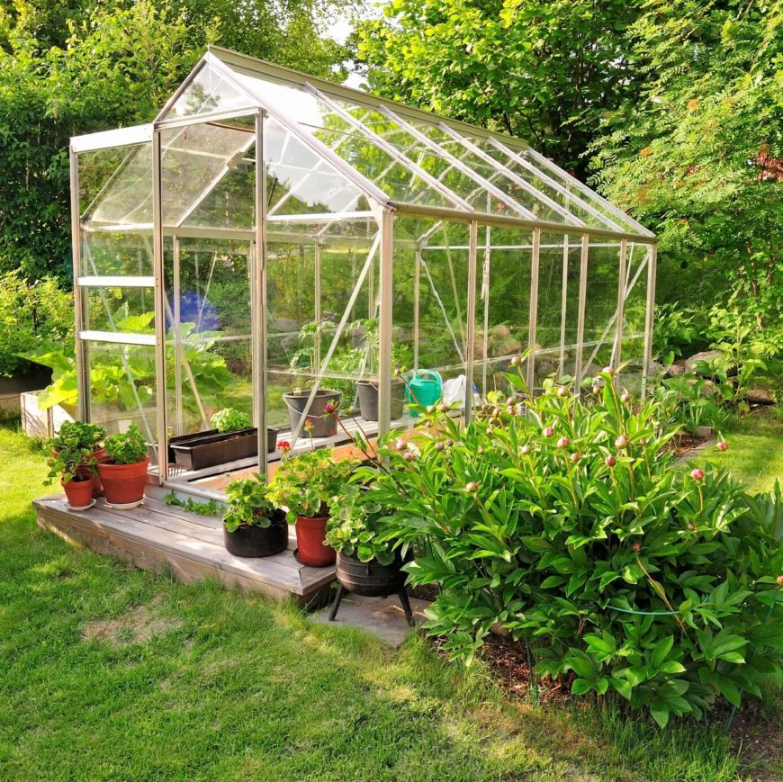 24 fantastic backyard vegetable garden ideas for Garden greenhouse design