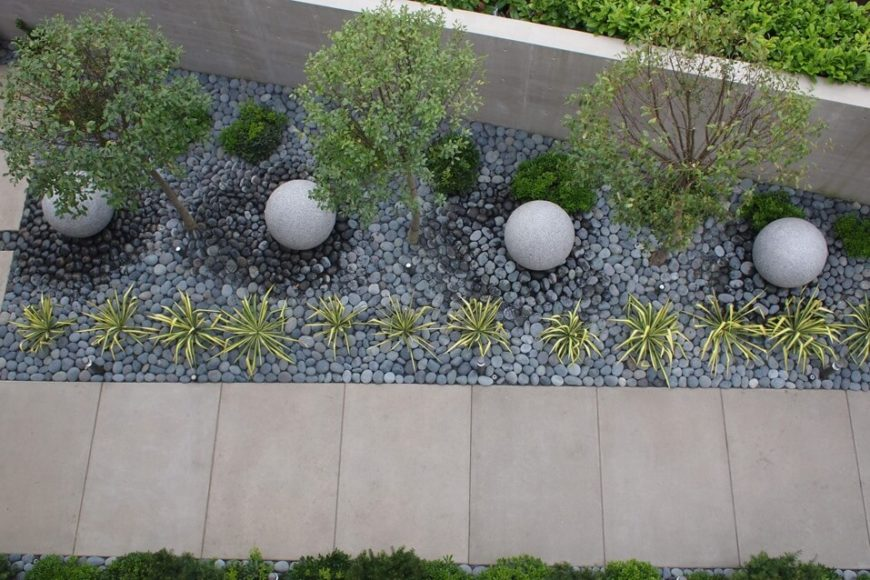 Exceptionnel Small Stones Make A Great Bed For A Garden. These Small Stones Reduce The  Amount