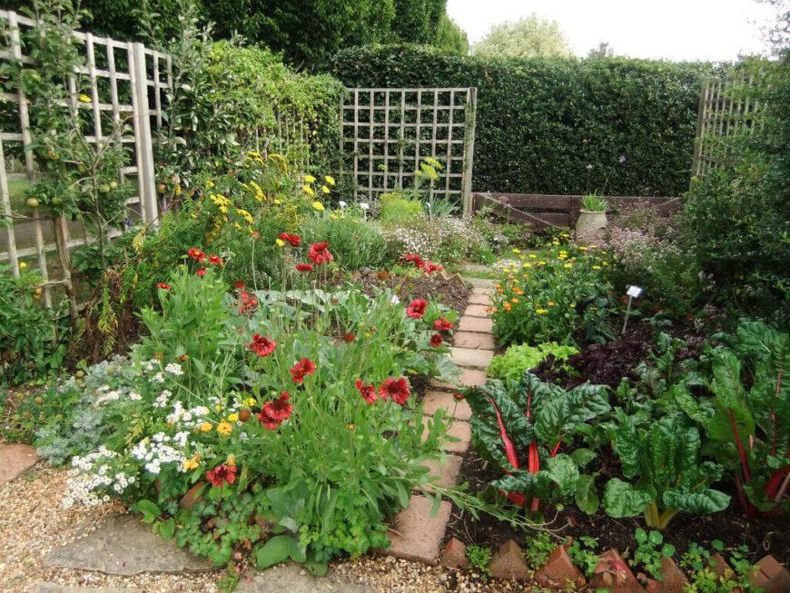 39 pretty small garden ideas for Diseno de jardines caseros