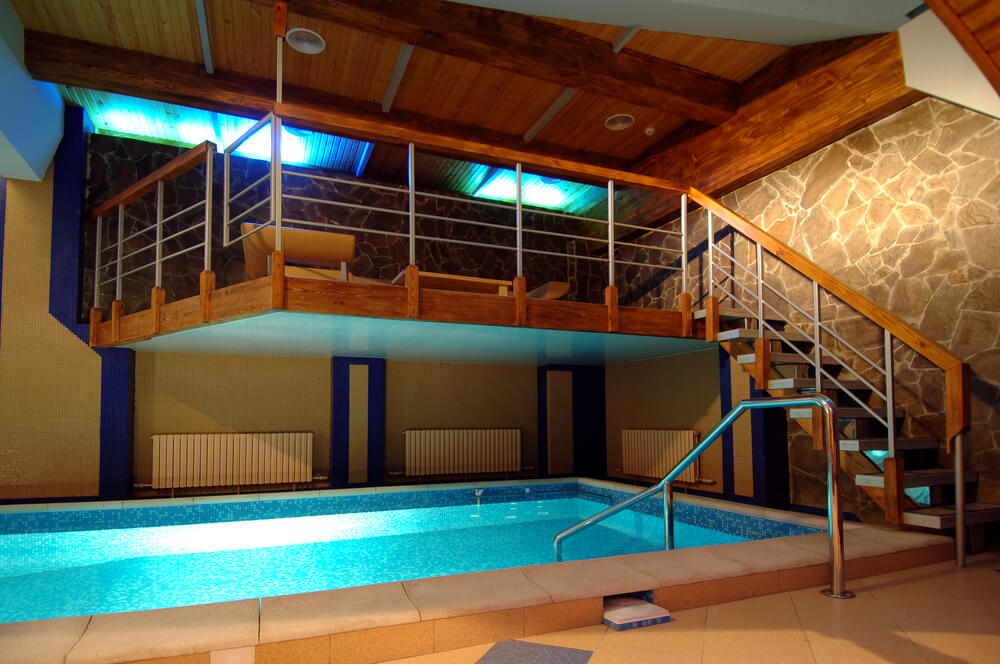 45 screened in covered and indoor pool designs for Indoor swimming pool for home