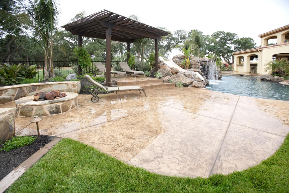 another picture of the swimming pool above