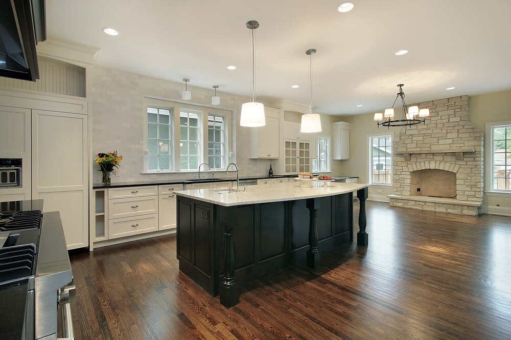 31 new custom white kitchens with wood islands for Carrelage immitation parquet